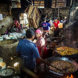 morning activity at tofu factory magetan,eat java ,indonesia by Fandy Setyawan - People Street & Candids