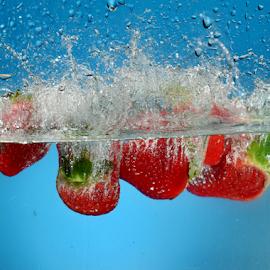 Strawberries by Vineet Johri - Food & Drink Fruits & Vegetables ( water, srawberries, vkumar, splash )