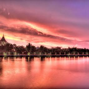 Sunset in Sarawak River by Edwin Ng - Landscapes Sunsets & Sunrises ( waterscape, set, kuching, sarawak, sun, river )