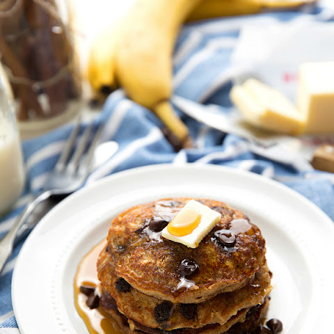 {Flourless + Healthy} Chocolate-Chip Oatmeal Cookie Pancakes