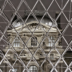 Le Louvre by Pascal Aunai - Buildings & Architecture Architectural Detail ( louvre, pyramide, voyage, pwcdetails, musée, tourisme, night, lights )