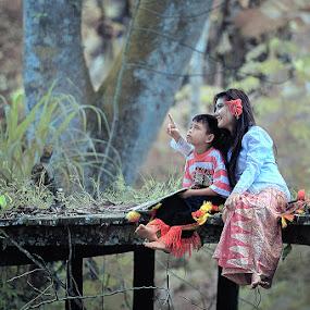 momong bocah by Singgih Purnomo - People Family