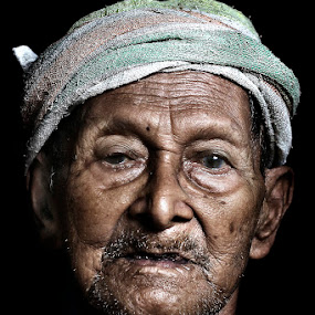 POKTEH by Mohd Helmie Wahab - People Portraits of Men