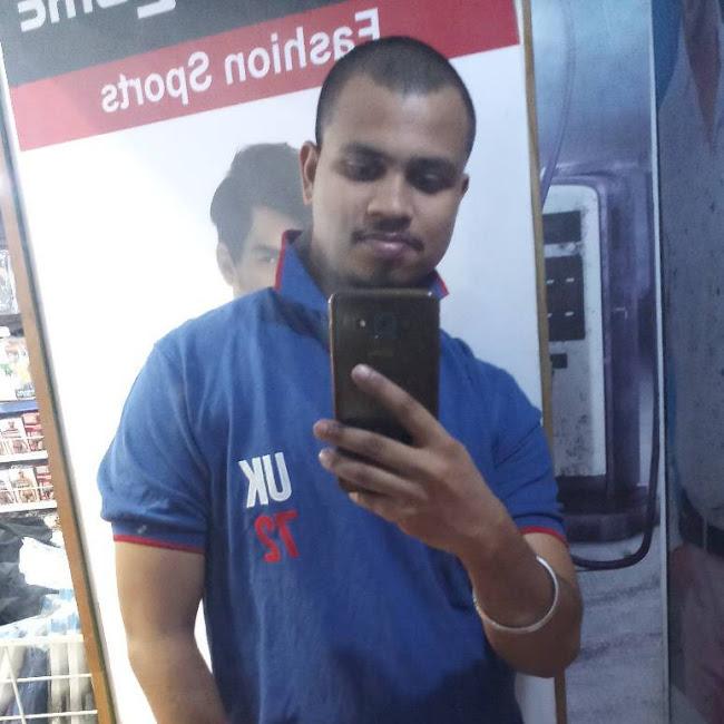 Arun Varma at Metro Cash & Carry, Bhandup, Mumbai photos