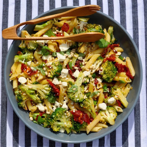 Penne with Broccoli, Garlic and Sundried Tomatoes