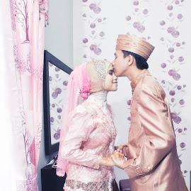 by Oenta Jingkrax - Wedding Bride & Groom