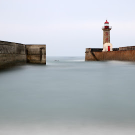 Way out... by Vitor Silveira - Buildings & Architecture Public & Historical ( mouth, douro river, lighthouse, way, oporto )