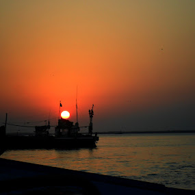sun set by Abhay Srivastava - Backgrounds Nature ( sky, nature, beautiful, sea, ocean, india, beach )