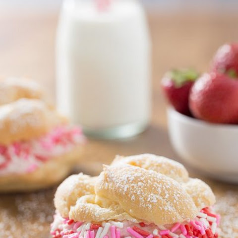 Cream Puffs with Strawberry Mousse