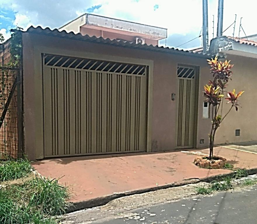 Casa para Aluguel 130 m²  com 3 quartos