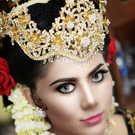 Indonesian Bride by Luqman Asri Astronautz - People Portraits of Women ( wedding, bride, retouch, closeup, portrait )