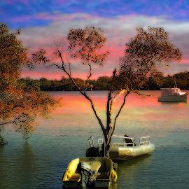 Evening tide. by Dave  Horne - Transportation Boats