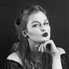 Pavla by Michaela Firešová - Black & White Portraits & People ( female, black and white, portrait,  )