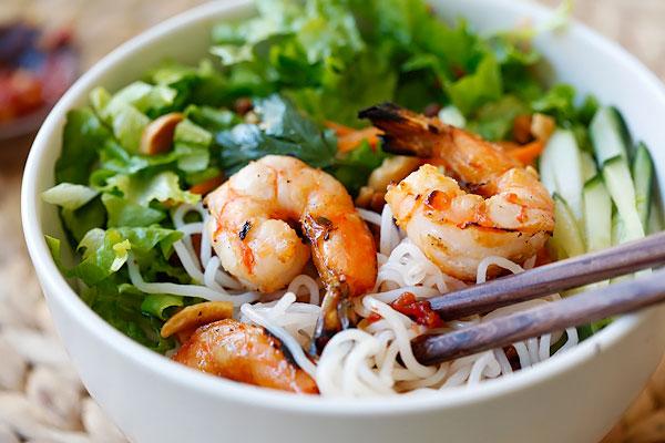 and cilantro vermicelli salad xiamen style fried vermicelli recipe ...