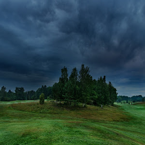 Stormy sky over the golfcourse -2.jpg