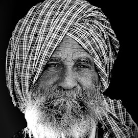 Plain eyes by Thapasya Vijayan - People Portraits of Men ( old, black and white, portrait, man )