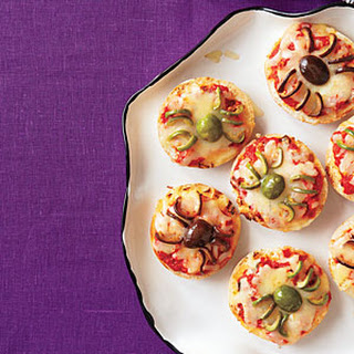 Spider Bagel Pizza Bites