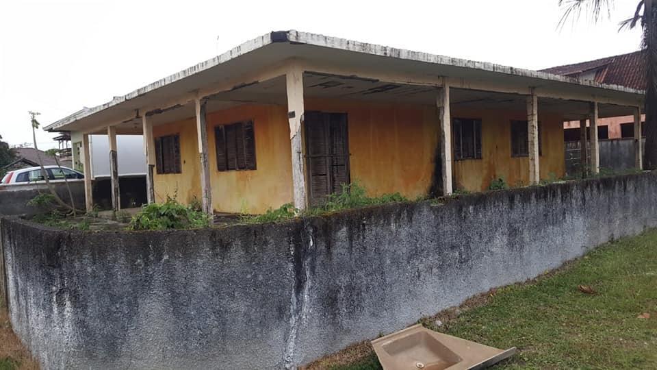 terreno com casa, necessário reforma