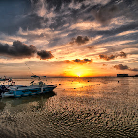Boat and sunrise by Cristobal Garciaferro Rubio - Landscapes Waterscapes ( clouds, cancun, sea, sunshine, sunrise, boat, sun )