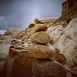 Mini Henges by Sameer Paranjape - Instagram & Mobile Android ( stones, sirocco )