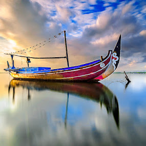 Stuck by Manu Teja - Transportation Boats