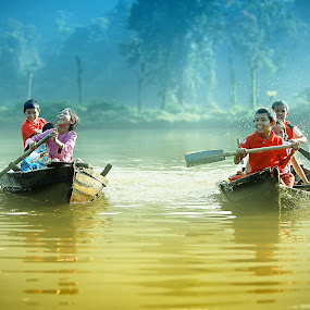 Happy by Suloara Allokendek - People Family ( child, sailing, fog, happy, lake )