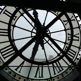 Clock by Franca Malkan Mamahit - Artistic Objects Antiques ( clock )