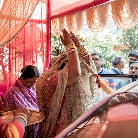 Bidai by Pranab Sarkar - Wedding Other ( candid, car, wedding, feelings, indian wedding )