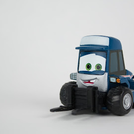 Maru the Forklift by Gerald Glaza - Artistic Objects Toys ( maru, toy, pixar, disney, forklift )