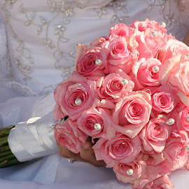 The bouquet by Elize Lombard - Wedding Bride ( brides bouquet, pink roses bouquet, roses in bouquet, rose bouquet, pink bouquet )