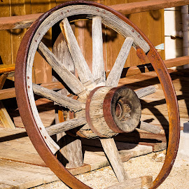 Wagon Wheel by Dave Lipchen - Artistic Objects Antiques ( wagon wheel )