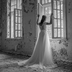 by Anngunn Dårflot - Black & White Portraits & People