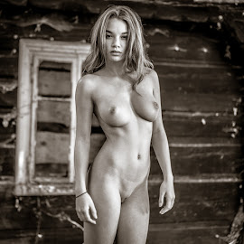 Nicky / Pose 6 by Mika Leinonen - Nudes & Boudoir Artistic Nude ( pose, nude, beauty, eyes,  )