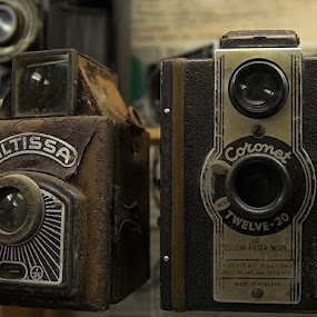 two antique cameras by Thomas Stroebel - Artistic Objects Antiques ( old, camera, museum, antique, historic )
