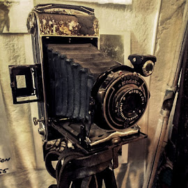 photo by Raluca Bălan - Artistic Objects Antiques ( sepia, vintage, camera, black, photography )