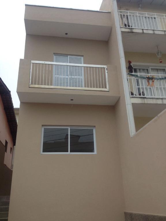 Linda casa em Cotia, 110m2, 2 dormitórios, 2 banheiros, 2 vagas de garagem, piso em porcelanato, casa nova pronta para morar. Condomínio seguro e tran