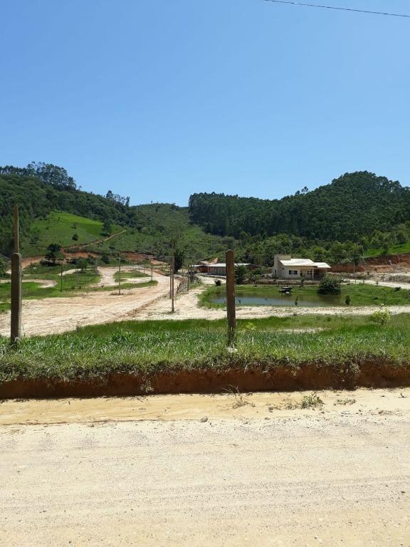 Sítio a 3km da cidade, 3 dormitórios à venda, 10.000 m² por R$ 530.000 - Terra Nova - Tijucas/SC