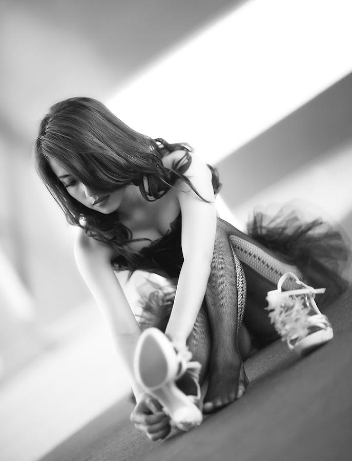 Ballerina by Ayeeb Sasabone - People Fashion ( black and white )