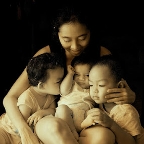 Mother's Love by Alit  Apriyana - People Family ( bali )