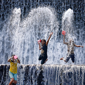 Jump and Splash! by Hendri Suhandi - People Street & Candids ( bali, tukad unda )