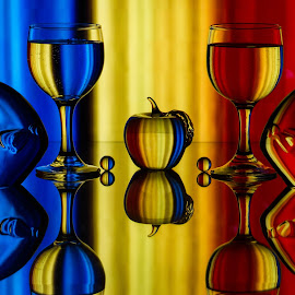 The Primary Fish by Lisa Hendrix - Artistic Objects Glass ( inversion, reflection, colorful, colors, fish, sphere, mirror image, yellow, spheres, red, color, blue, apple, artistic, gass, wine glasses, objects, glass fish )
