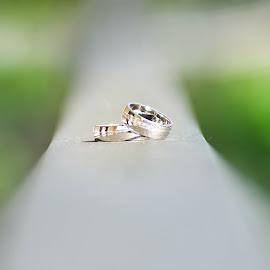 Lonely rings by Rebeka Legovic - Wedding Details ( opatija, wedding photography, weddings, wedding, croatia, wedding rings, wedding photographer )