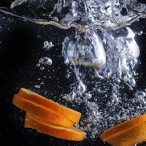 lemon splashing too by Ismed  Hasibuan  - Food & Drink Fruits & Vegetables ( water, foods, splashing, fruits, bubbles, yellow, lemon )