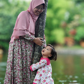 Love mother by Gilang Prayoga - People Family ( #nikon #family #love #children #cute )