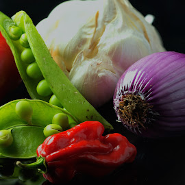 Red Pepper by Jim Downey - Food & Drink Ingredients ( tomato, garlic, scallon, pepper, peas )