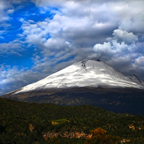 Smoking volcano and clouds by Cristobal Garciaferro Rubio - Landscapes Cloud Formations ( popo, mexico, puebla, popocatepetl, snowy volcano, smoking volcano )