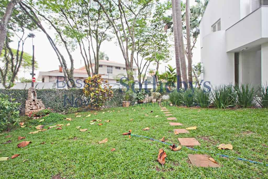 Casa ampla com quintal