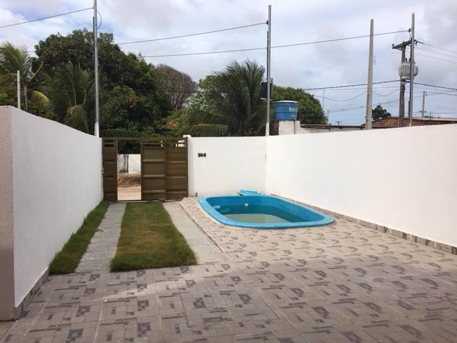 Casa 2 qts com suíte, poucos passos da principal e apenas +/- 500 metros da praia