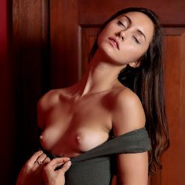 Zoe V by Xavier Wiechers - Nudes & Boudoir Artistic Nude