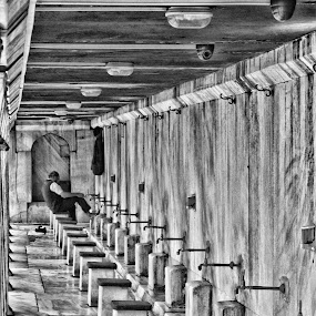 washing by Alexandre Rios - Black & White Objects & Still Life ( religion, black and white, places of interest, turkey, istanbul, people, photography )